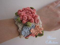 Crochet bracelet  Crochet cuff featuring spring flowers por sewella, $26.00