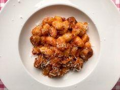De lekkerste gnocchi met verse worst maak je natuurlijk gewoon zelf. Bekijk dit lekkere gnocchi recept op AllesOverItaliaansEten.nl!