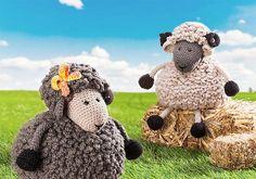 Schaf-Alarm! Dieses Jahr übernehmen neben Osterhase und dem obligatorischen Ei unsere süße Häkelschafedie Osterdeko. Wirhäkeln heute ein süßes Paar: Schafdame Lucy mit einer hübschen Schle