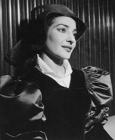 Maria Callas as Anne Boleyn in the Donizetti opera Anna Bolena.