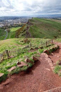 Cheap things to do in Edinburgh climb Arthurs Seat e1302257588664 11 things to do in Edinburgh under €10