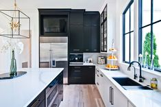 Black and White Beauty - Transitional - Nashville - by Victoria Highfill Beautiful Space, Beautiful Homes, White Cabinets, Kitchen Cabinets, Kitchen Design Gallery, Front Rooms, Transitional Kitchen, Shaker Style, Mid Century House