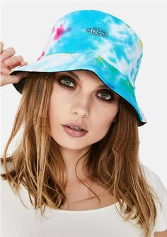 Hottest bucket hats to try right now Girly Outfits, Cute Casual Outfits, Pretty Outfits, Beach Items, Trendy Accessories, Streetwear Fashion, Instagram Fashion, Blonde Hair, Bucket Hat