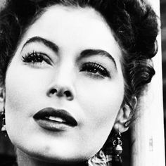 One of the most beautiful women ever -Ava Gardner Old Hollywood Glamour, Vintage Hollywood, Hollywood Stars, Classic Hollywood, Ava Gardner, Look Vintage, Vintage Glamour, Vintage Beauty, Olivia De Havilland