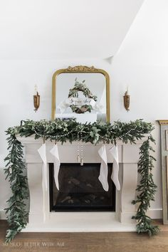 24 Classic Christmas Mantels - Christmas Decor Inspiration - The Birch Cottage Christmas Mantels, Christmas Home, Christmas Wreaths, Christmas Ideas, White Christmas, Christmas Photos, Christmas Ornament, Merry Christmas, Xmas