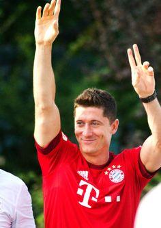 Robert Lewandowski / Fc Bayern München / Poland/ Polish Natinal Team Poland National Team, Carlo Ancelotti, Robert Lewandowski, Football Soccer, Munich, Athletes, Beautiful People, Blues, Anna