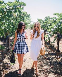 Our favorite way to spend Sunday 🍷🍇 Wine Tasting Outfit, Preppy Style, My Style, Gal Meets Glam, In Vino Veritas, Spring Outfits, Outfit Summer, Dress To Impress, Street Styles