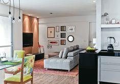 é exatamente o esquema espacial da sala que eu quero. e o sofá também é parecido.