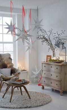 Sterne basteln im Winter Christmas And New Year, Winter Christmas, Christmas Home, Christmas Crafts, Festival Decorations, Xmas Decorations, Diy Academy, Navidad Diy, Paper Stars