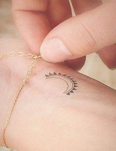40 Stylish Small Tattoos You& Want to Flaunt Every Day: Choosing a great outfit takes time and careful consideration ? a tattoo, well, the fact it& permanent means it takes even more thinking. Girly Tattoos, Mini Tattoos, Diskrete Tattoos, Little Tattoos, Star Tattoos, Wrist Tattoos, Cool Tattoos, Tatoos, Neck Tattoos