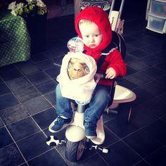 Little Elliott with velcro shoes. (sarah_thescentedgarden's photo on Instagram) #Halloween #ETcostume