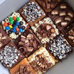 Por qué uno nunca será suficiente 🔥 Arma tu caja x4, x6 o x12 #Brownieslamars con la base, cobertura y toppings que más te gusten! Este cliente si sabe cómo disfrutar su día! 🌈🍫 Haz tu pedido! 3012023523📞🌈