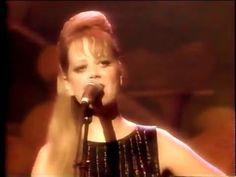 The B-52s - Dance This Mess Around (Live MTV New Years Eve 1990) - YouTube