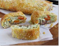 Tonhalas rétes | fotó: gizi-receptjei.blogspot.hu - PROAKTIVdirekt Életmód magazin és hírek - proaktivdirekt.com Strudel, Savory Pastry, Spanakopita, Bagel, Baked Potato, Vegetarian Recipes, Food And Drink, Gluten, Bread
