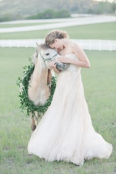 Stunning Bridal Portraits with a Palomino Horse | Memorable Jaunts | Ivory, Burgundy and Gold Wedding Styling at Castle Cliff Estates