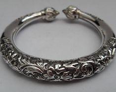 Sterling silver cuff bracelets for women Man Jewelry, Jewelry Design Earrings, Cute Jewelry, Silver Anklets Designs, Anklet Designs, Mens Silver Rings, Sterling Silver Bracelets, Silver Jewelry, Bracelets For Men