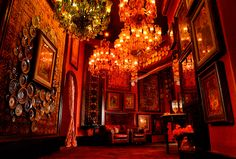 Mumbai's new Sabyasachi flagship spans two storeys, with interior décor—including chandeliers, antique rugs and ittar bottles—curated by the designer himself. Bridal Boutique Interior, Boutique Design, Boutique Ideas, Shopping In Mumbai, Rajasthani Painting, Jewellery Showroom, Moroccan Theme, Pavilion Wedding, India Art