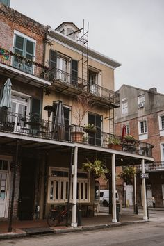 The Ultimate New Orleans City Guide - Bon Traveler New Orleans City, Visit New Orleans, New Orleans House, New Orleans Architecture, Architecture Design, Most Visited Sites, Images Murales, New Orleans French Quarter, Best Location