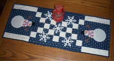 A Snowman Table Runner from Jo's Country Junction. Find it and more at http://www.joscountryjunction.com/friday-finish-snowman-table-runner/.