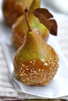 Caramel salted pear is the perfect dessert at a fall wedding #autumn #wedding