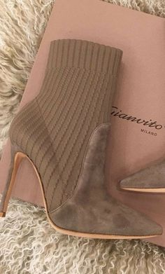 5 Of The Best Heels Just In Time For The Holidays https://ecstasymodels.blog/2017/11/20/5-best-heels-just-time-holidays/