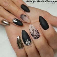 Классические черные миндалевидные ногти
