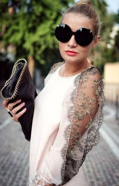 Lace is too small girlish petty to wear clothing with taste, personality and sexy because it looks sweet. In fact, the female stars wearing lace often steal the spotlight on solemn occasions. Lace is. Look Fashion, Fashion Details, Diy Fashion, Fashion Dresses, Womens Fashion, Fashion Design, White Lace Blouse, Lace Dress, Diy Clothes