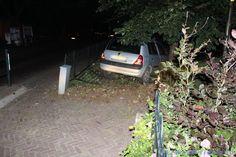 Alcomobilist parkeert auto in tuin woning Oostwoud