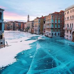 Frozen Venice • #livingwithstyle#lifestyle#luxuryliving#motivation#momentslikethese#yourmoments#moodoftheday#perfectday#happymood