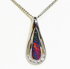 18ct White Gold Doublet Opal Pendant