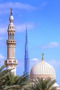 7btain:    Mosque and Burj Khalifa-Dubai