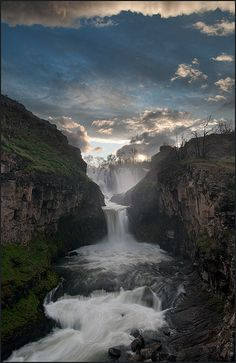 White River Falls State Park, Oregon; photo by .Victor von Salza