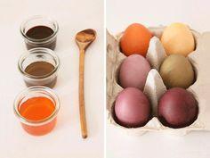Pour #Pâques, les œufs traditionnels seront colorés avec des couleurs naturelles, faites à partir de plantes grâce à ce #tutoriel simple à réaliser ! #easter #DIYDaWanda