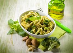 Fusilli s brokulom i bademima Fusilli, Healthy Diet Plans, Pasta Salad, Vegan Vegetarian, Appetizers, Appetizer Ideas, Side Dishes, Salads, Food And Drink