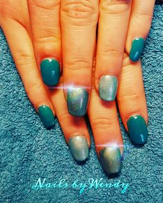 Nieuwe set acryl nagels met ocean blue gelpolish en magic pigments op accentnagels 💎💍💙💚💍💎