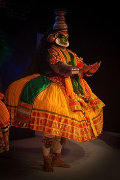 Kathakali - oldest dance form Folk Dance, Dance Art, Kerala India, South India, Indian Classical Dance, Amazing India, India Art, Modern Dance, Beautiful World
