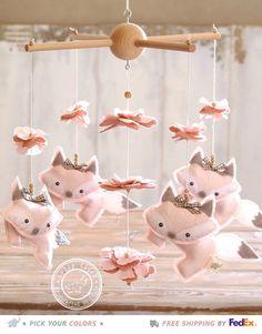 He encontrado este interesante anuncio de Etsy en https://www.etsy.com/es/listing/239819487/light-pink-fox-mobile-baby-girl-mobile