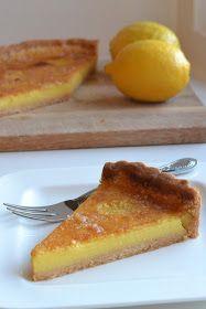 Dit is een heerlijk citroentaartje uit het boek 'De Banketbakker' van Cees Holtkamp. De vulling is romig en fris, maar niet te zuur. De ...