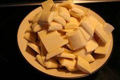 Mitthvitehus - Jeg brenner for gjenbruk og oppussing av gamle møbler. Få min egen skjønne sjarm på hver enkelt ting og hvert enkelt møbel. Liker godt den gammle litt romantiske stilen. Blonder og Shabby Chic:) Pineapple, Food And Drink, Baking, Fruit, Desserts, Caramel, Blogging, Tailgate Desserts, Pinecone