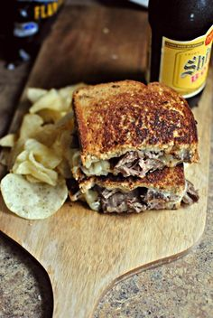 {Leftover} Pot Roast Grilled Cheese Sandwiches Take your pot roast leftovers to a whole new level. Great idea, the hubby never eats leftovers Sloppy Joe, Sandwiches, Quesadillas, Leftover Pot Roast, Beef Recipes, Cooking Recipes, Sammy, Soup And Sandwich, Grill Sandwich