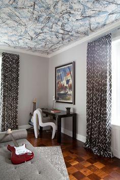Kids room | #bright #modern #kidsroom #boysroom #ceiling#cool #woodfloor#guitar#interiordesign #interior #dresser #bluebedding #whimsical