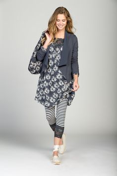Stylish jacket with long lapels in chiffon and a slightly longer front. A tunic in a flower print combined with a striped legging