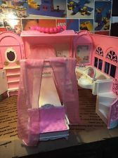 1998 Mattel's Barbie Pink Bed & Bath Fold & Carry