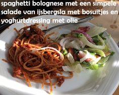 #Spaghetti #bolognese met simpele #salade van #ijsbergsla met #bosuitjes en #yoghurtdressing met olijfolie.
