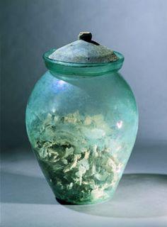Urn  Sky blue glass, terracotta brown, white slip   urn: H. 27 cm; D. edge 14 cm cover clay: D. edge 14 cm, H. 5 cm   Pompeii   SAP, inv. 12067   first century AD. BC (before 79)