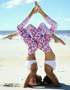 Yoga poses offer numerous benefits to anyone who performs them. There are basic yoga poses and more advanced yoga poses. Here are four advanced yoga poses to get you moving. Acro Yoga Poses, Partner Yoga Poses, Dance Poses, Easy Yoga Poses, Kriya Yoga, Yoga Meditation, Yoga Inspiration, Fitness Inspiration, Photos Bff