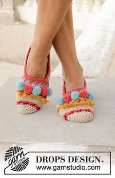 Let's Party - Crocheted slippers with multi-coloured pattern, fringes and pompoms. Size 35 to 43 Piece is crocheted in DROPS Nepal. - Free pattern by DROPS Design Love Crochet, Crochet Gifts, Beautiful Crochet, Easy Crochet, Knit Crochet, Crochet Slipper Pattern, Knitted Slippers, Crochet Slippers, Crochet Basics