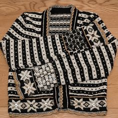 Ravelry: Bolero Fritt etter Fana pattern by Sidsel J. Fair Isle Knitting, Hand Knitting, Knitting Designs, Knitting Patterns, Sweater Outfits, Men Sweater, Norwegian Knitting, Cardigan Pattern, Knitting Accessories