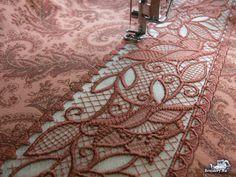 Как соединить две ткани полоской кружева