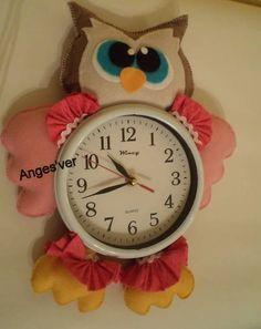 Relógio de parede com coruja de feltro. R$ 35,00